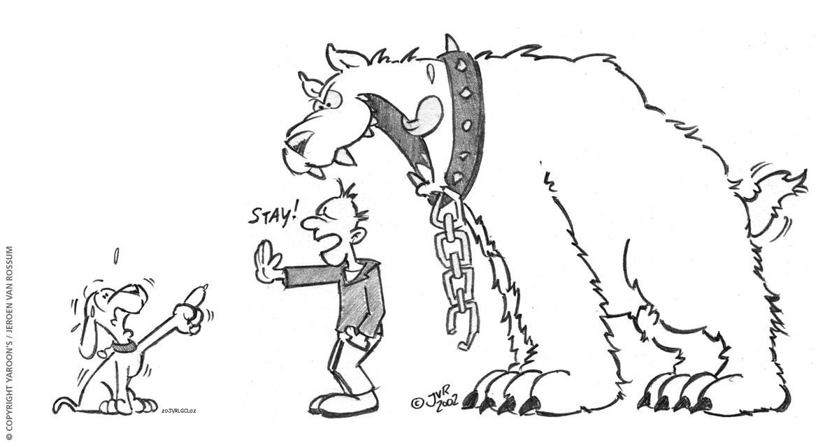 """Blijf! Cartoon in potlood. De baas geeft z'n hond een """"Blijf"""" commando terwijl er een grote gevaarlijke hond achter hem staat"""
